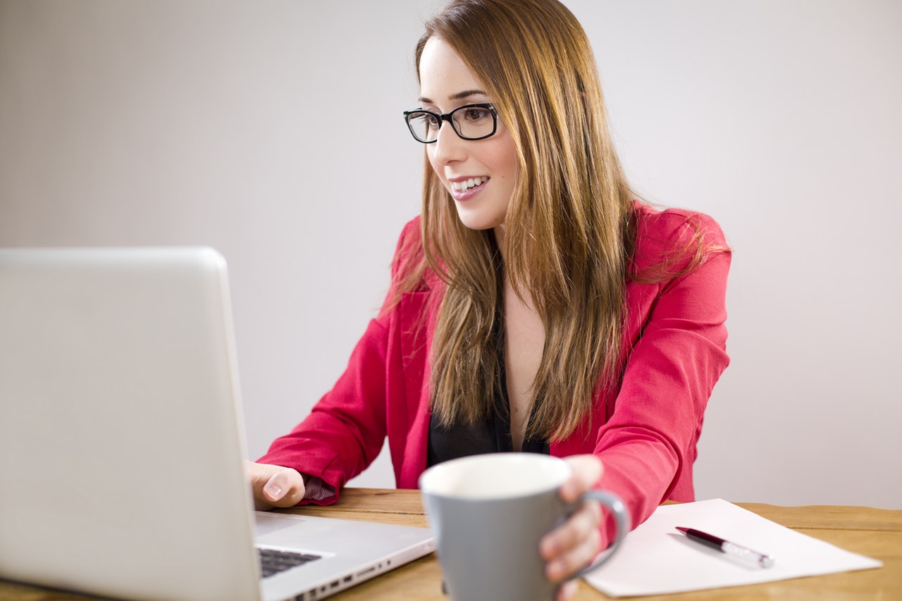 adult-businesswoman-coffee-265036.jpg
